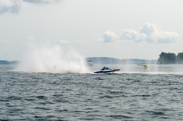 hydroplanes with rooster tail plume