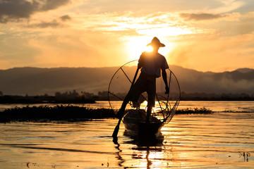 Einbein-Fischer am Inle-See, Myanmar