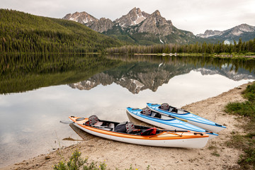 Three small boats on Stanley Lake Idaho in summer Fotomurales