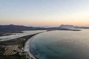 Vista aerea della spiaggia della Cinta a San Teodoro in Sardegna. Sabbia bianca e finissima, mare cristallino