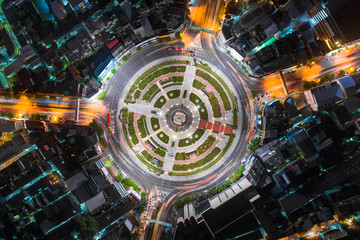 The light on the road roundabout at night and the city in Bangkok. Fotomurales