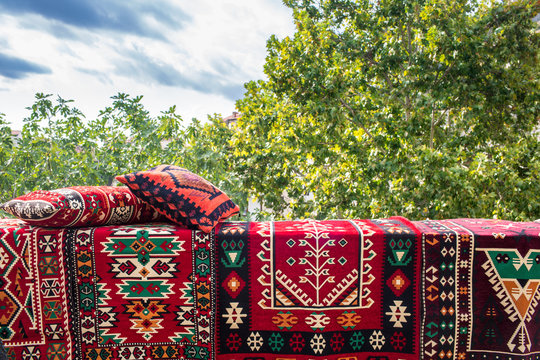 Traditional Handicraft Persian Design Fine Patterns Carpets And Kilim Rug Pillows, Beautiful And Popular Gifts