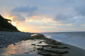 malerische Lichtstimmung, angestrahlte Wolken an der Ostsee