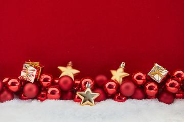 Geschenk und Sterne an Weihnachten