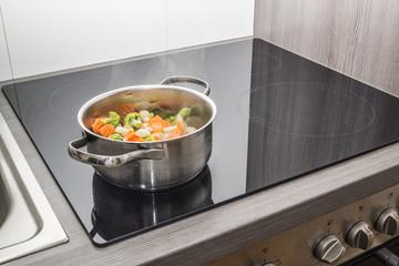 Gemüse kochen in einem Topf