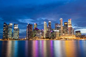 Foto op Plexiglas Singapore Singapore Skyline at Marina Bay During Sunset Blue Hour
