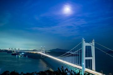 三ヶ月の夜と星と雲、瀬戸内海と橋