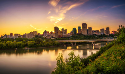 Fototapete - Sunset above Edmonton downtown and the Saskatchewan River, Canada