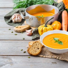 Fall autumn roasted orange pumpkin carrot soup with garlic