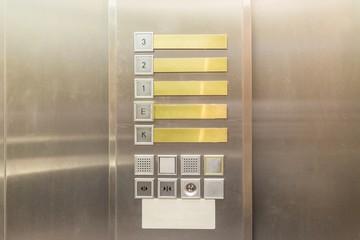 Aufzugssteuerung in einer Aufzugskabine
