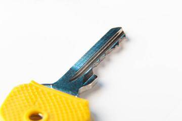 Schlüssel mit gelber Schlüsselkappe