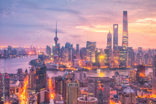 Fotomurales View of downtown Shanghai skyline at twilight