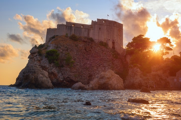 Zelfklevend Fotobehang Vestingwerk Fort Lovrijenac or St. Lawrence Fortress in Dubrovnik at sunset, famous tower also known as Dubrovnik's Gibraltar, popular tourist destination thanks to the fans of the Games of Thrones, Croatia