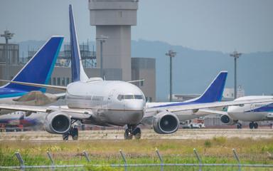 駐機場を移動する旅客機