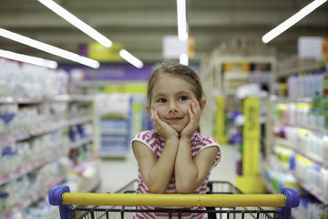 Little girl  get bored supermarket