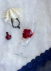 figured white bivalve shell casket and bracelet of black pearls on white fur