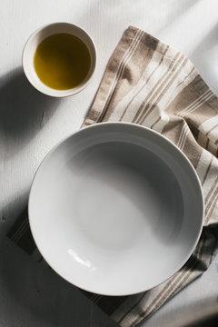 Empty plate settings
