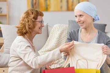 Tumour survivor receiving a gift