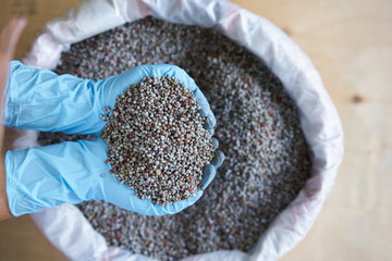 Chemical Fertilizer or Organic Fertilizer