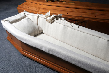 Ataúd Coffin Cercueil Bara Bière Lijes Φέρετρο Cassa da morto 棺 Sicriu ארון מתים Sarg 관 장례 Doodskist Quan tài 棺材 Гроб Likkista Ruumisarkku نعش