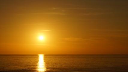 El sol sobre el mar