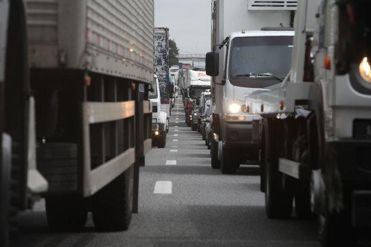 Acidente no KM 146 congestiona a Dutra-foto; Rogério Marques