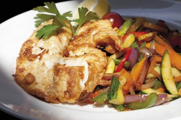 Wok vegetables with redfish fillet