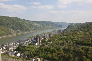 View over the wine town of Oberwesel am Rhein with the Church of St. Martin and the Church of Our Dear Lady, in front of Schoenbrunn Castle, Oberwesel, Rhein-Hunsrueck district, Rhineland-Palatinate, Germany, Europe