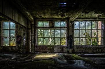 Autocollant pour porte Les vieux bâtiments abandonnés Abandon factory with broken windows