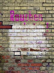 """Brick wall with the word """"Rauchen"""", German for """"smoking"""", in magenta colour, Berlin, Germany, Europe"""