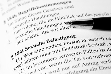 Sexuelle Belästigung Paragraph im deutschen Strafgesetzbuch