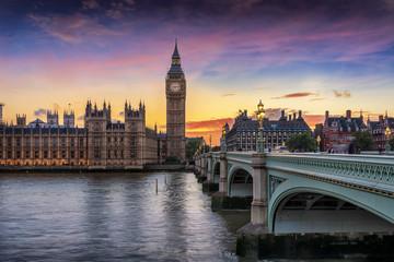 Fotomurales - Sonnenuntergang hinter Westminster und dem Big Ben in London, Großbritannien