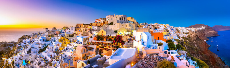 Fotobehang Santorini Panoramic view of Oia town, Santorini island, Greece at sunset.