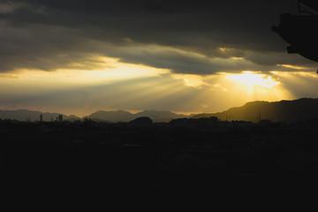 入日の後光