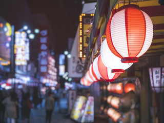 Foto op Canvas Japan Lanterns light Japan nightlife Bar street district with blur people