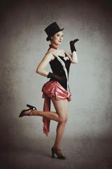femme cirque vintage avec chapeau haut-de-forme