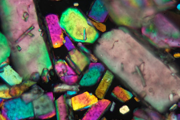 Crystals of sodium borate under the microscope