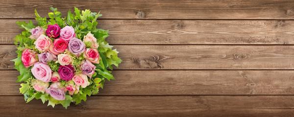 Rosen und Holz