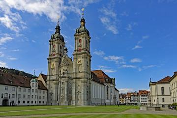 Stiftskirche St. Gallen mit Brunnen