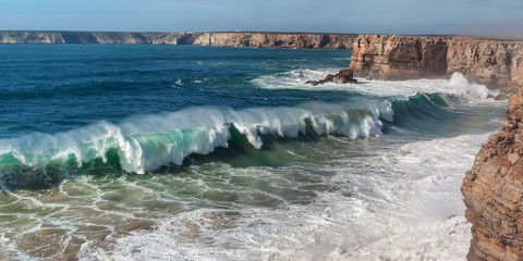 Foto auf Acrylglas Wasser Panorama of giant waves in Sagres.