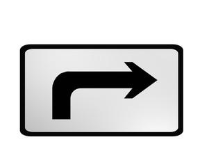 Verkehrszeichen: Bahnübergang in der rechts führenden Straße.