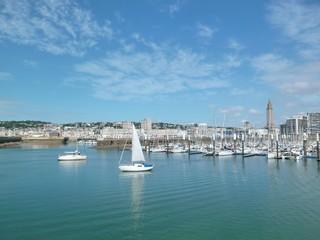Le Havre, port de plaisance avec des voiliers (France)