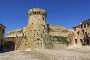 Acquaviva Picena, torrione cilindrico della fortezza
