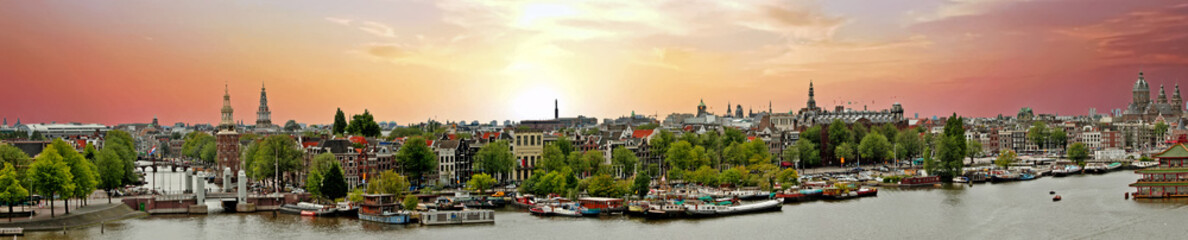 Photo sur Aluminium Amsterdam Panorama from the city Amsterdam in the Netherlands at sunset