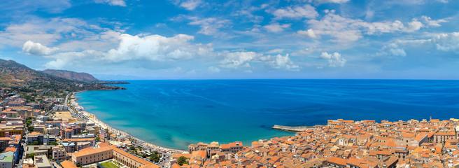 La pose en embrasure Palerme Aerial view of Cefalu in Sicily, Italy