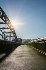Brücke mit Sonnenstrahlen
