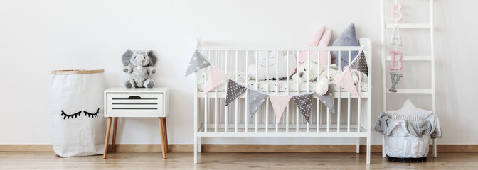 Crib with pennants
