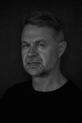 портрет мужчины лицо крупно  черно-белая фотография