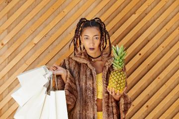 Nineties Yellow Girl shopping with Pineapple