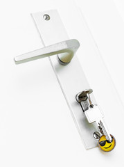 Schlüsselbund steckt in der Wohnungstür